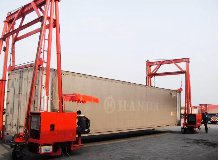 mobile container crane